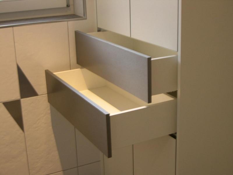 Badezimmerschrank Schubladen : Badezimmerschrank weiss mit Inoxfronten Solas Die Schreinerei